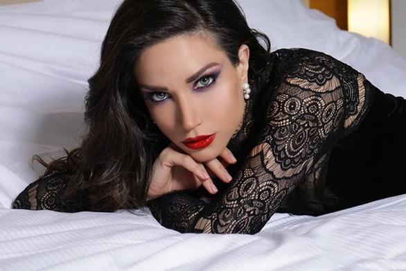 Η σέξι φωτογράφιση της Κατερίνας Γερονικολού