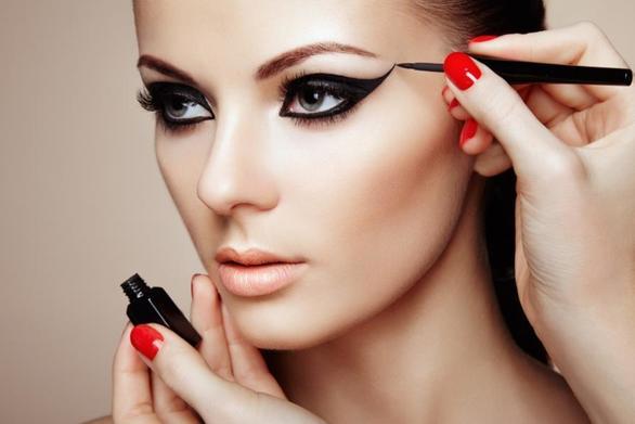 Τέσσερα απλά tips για να εφαρμόσετε τέλεια το eyeliner