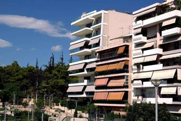 Ξένοι επενδύουν στην Ελλάδα αγοράζοντας παλιές πολυκατοικίες
