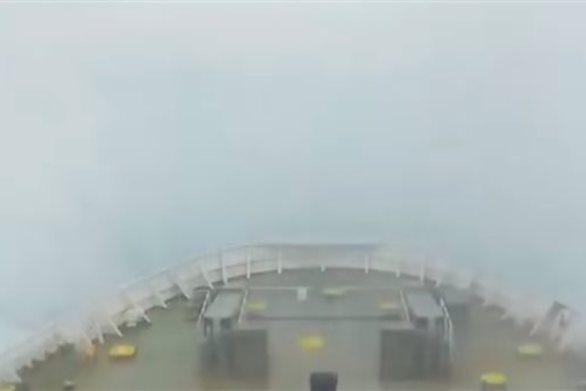 Ελληνικό πλοίο διασχίζει την Αδριατική με 10 μποφόρ (video)