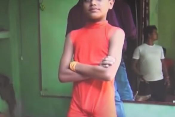 Δεκάχρονος «τερμάτισε» τη γιόγκα (video)