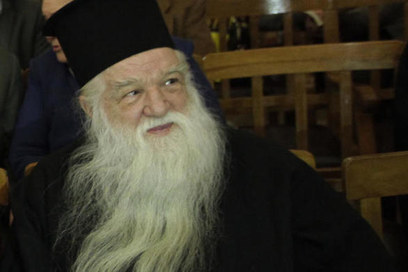 Αχαΐα: O Αμβρόσιος κάνει αγρυπνία για την σωτηρία της πατρίδος