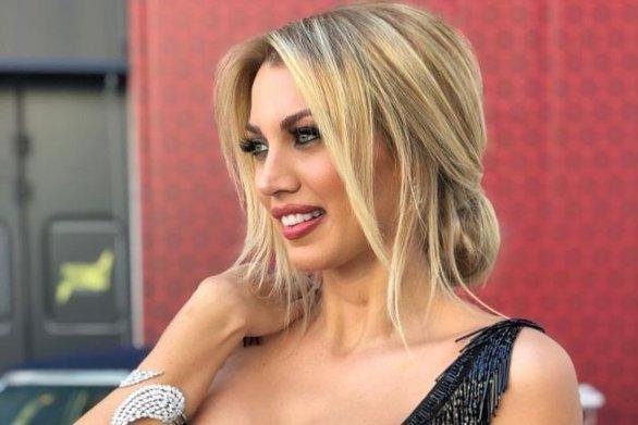 Η Κωνσταντίνα Σπυροπούλου έκανε ροζ ανταύγειες στα μαλλιά της (φωτο)