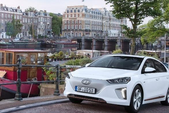 Οι αυτοκινητοβιομηχανίες ετοιμάζονται για τις νέες μορφές κινητικότητας