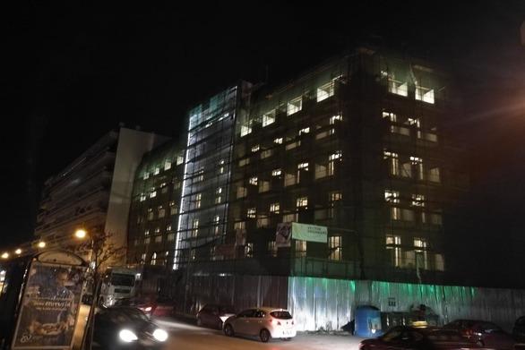 """Πάτρα: Φωταγωγήθηκε το πρώην κτίριο """"Morea"""" (φωτο)"""