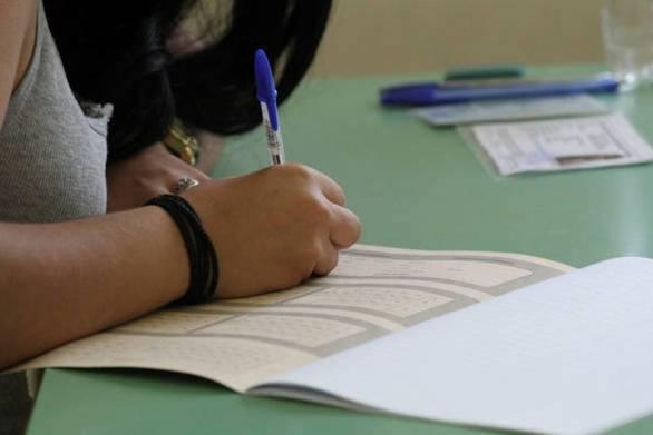 Πανελλήνιες εξετάσεις: Αλαλούμ και αγωνία στο κόκκινο για 95.000 μαθητές της Β΄ Λυκείου