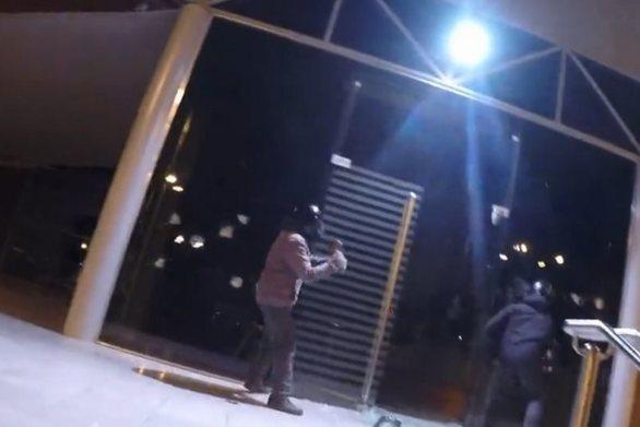 Ρουβίκωνας: Επίθεση με βαριοπούλες σε πολυκατάστημα