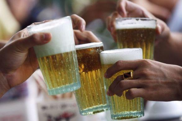 Ινδία: Tους 150 έφτασαν οι νεκροί από την κατανάλωση νοθευμένου αλκοόλ