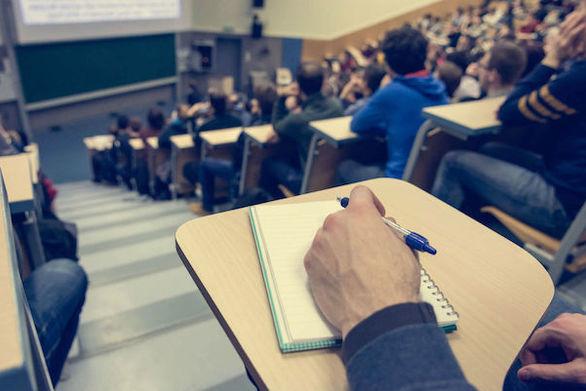 """Πάτρα: Καθηγητής Πανεπιστημίου έχει """"ταράξει"""" τους φοιτητές στα 3άρια, στα 4άρια και στα 5άρια!"""