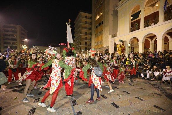 """""""Βουλιάζει"""" η Πάτρα στο Καρναβάλι - Δεν υπάρχει δωμάτιο στα ξενοδοχεία της πόλης"""