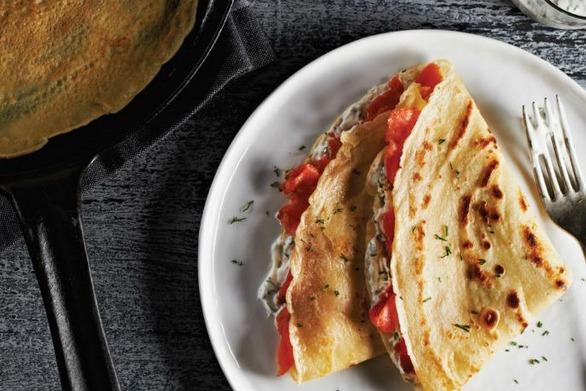 Σπιτικές κρέπες με ζαμπόν τυρί πιπεριά και καλαμπόκι