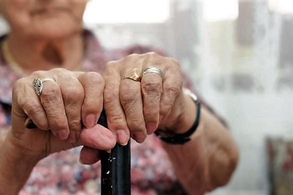 Πάτρα: Απατεώνες απέσπασαν από ηλικιωμένη μεγάλο χρηματικό ποσό