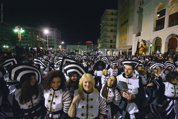 """Ένα """"ποτάμι"""" χιλιάδων καρναβαλιστών θα δώσει λάμψη στη νύχτα της Πάτρας!"""