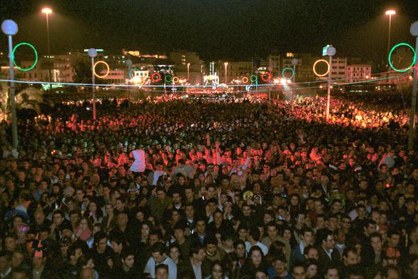 Οι Locomondo στο Μόλο - Η τελετή λήξης θα φτάσει στο απόγειο του το Πατρινό Καρναβάλι!