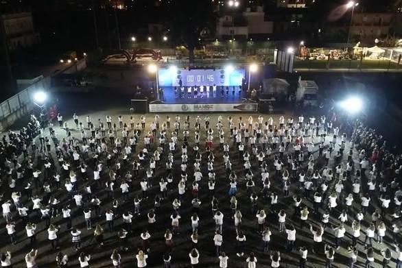 Η Πάτρα μπήκε χορεύοντας στο ρεκόρ Γκίνες με Danza Kuduro (video)