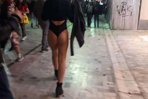 Όλα έξω - Κυκλοφορούσε στον πεζόδρομο της Ρήγα Φεραίου στην καρναβαλική Πάτρα (video)