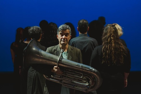 """""""Οι τόποι είναι ήχοι"""" - Μια ιδιαίτερη παράσταση στο Δημοτικό Θέατρο Απόλλων"""