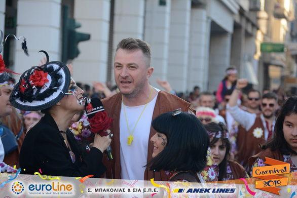 Ο Γιώργος Βελισσάρης βγήκε παρέλαση στους δρόμους της Πάτρας