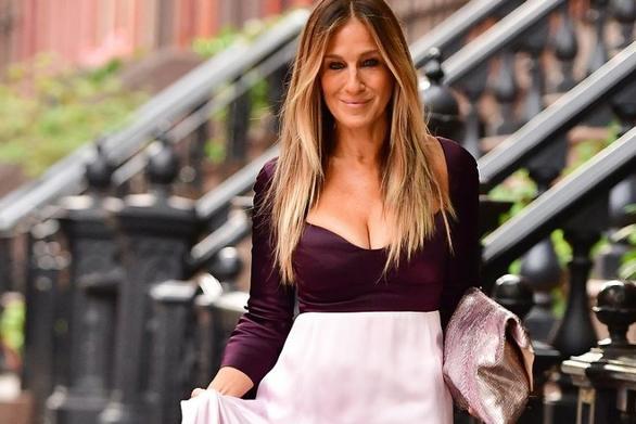 Η Σάρα Τζέσικα Πάρκερ σνομπάρει το cosmopolitan (video)
