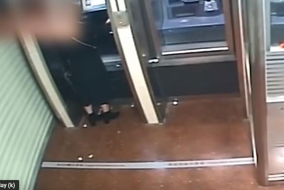 Λήστεψε γυναίκα αλλά μετάνιωσε για την πράξη του (video)
