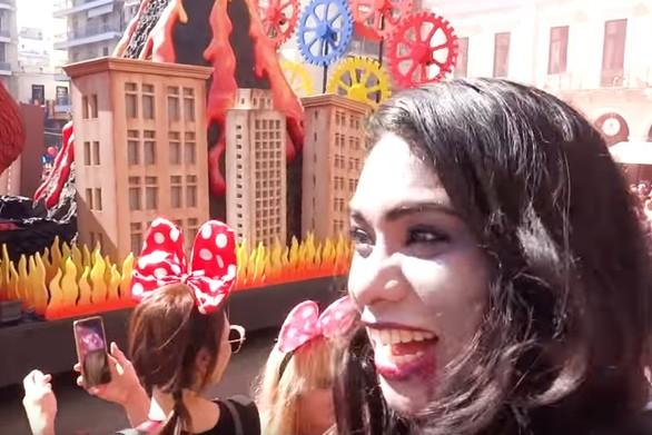 Η διάσημη vlogger Lil Krizan βρέθηκε στο Πατρινό Καρναβάλι και ενθουσιάστηκε (video)