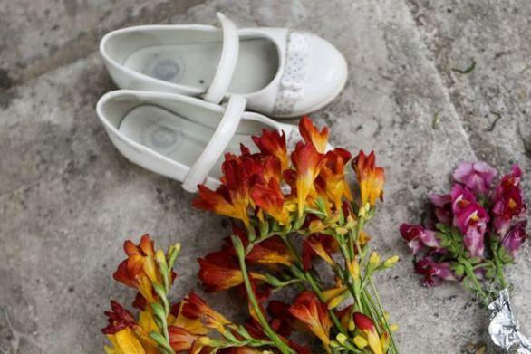 Νέος Κόσμος: Ένα ζευγάρι λευκά παπούτσια και λίγα λουλούδια στην μνήμη της 4χρονης