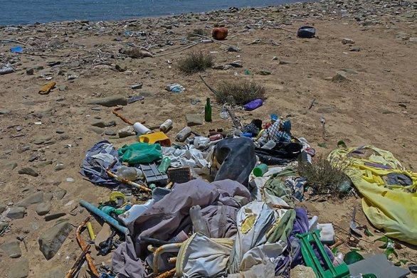 "Deutsche Welle: Οι ακτές στην Ελλάδα ""κινδυνεύουν"" από τα σκουπίδια"