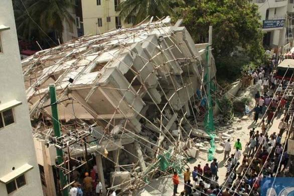 Κατάρρευση κτιρίου στην Ινδία - Ανασύρθηκε ζωντανός άνδρας μετά από 62 ώρες