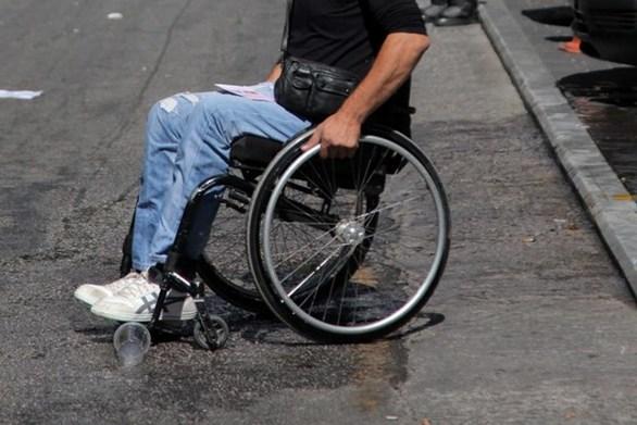 Πάτρα: Ο άστεγος με το καροτσάκι που έχει κάνει την... έδρα του, εστία μόλυνσης