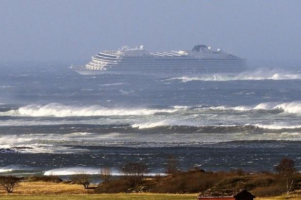 Τέλος στην περιπέτεια του Viking Sky - Έφθασε στο λιμάνι του Μόλντε