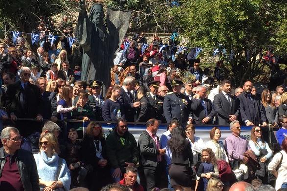 Το λάβαρο της Επανάστασης του '21 σηκώθηκε στην θρυλική Αγία Λαύρα (pics+vids)
