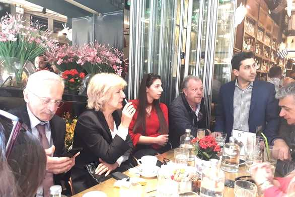 Για καφέ στην Πάτρα μετά το τέλος της παρέλασης η Σία Αναγνωστοπούλου