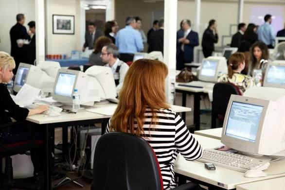 Τι αλλάζει σε γονικές άδειες και μειωμένο ωράριο εργασίας στο Δημόσιο