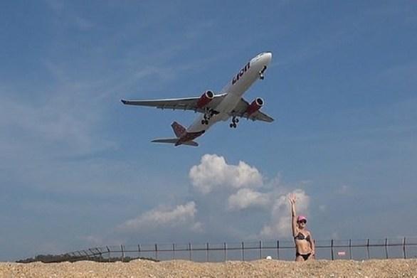 Αντιμέτωποι με θανατική ποινή τουρίστες που βγάζουν selfie σε διάσημη παραλία (video)