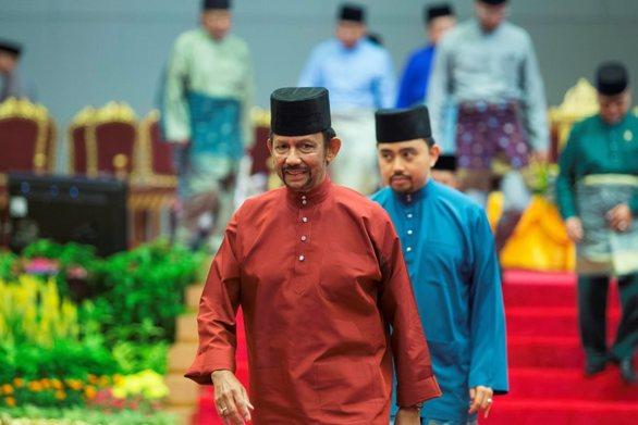 Μπρουνέι: Η εκτέλεση ομοφυλόφιλων δια λιθοβολισμού είναι... προληπτικό μέτρο