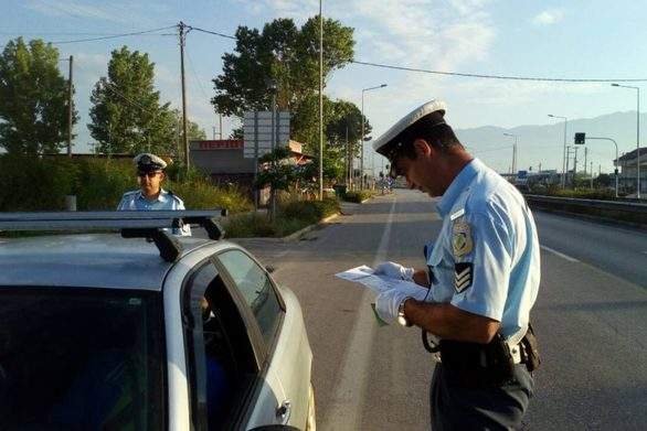 """Πάτρα: """"Βροχή"""" οι κλήσεις από την Τροχαία με στόχο τη μείωση της παράνομης στάθμευσης"""