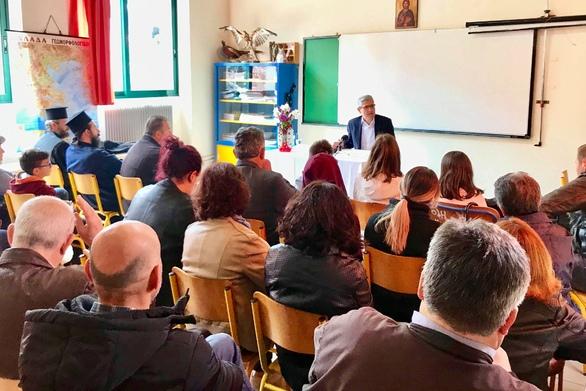Πάτρα: Mε επιτυχία η ομιλία του Άγγελου Τσιγκρή για τη νεανική βία στο Άνω Καστρίτσι (φωτο)