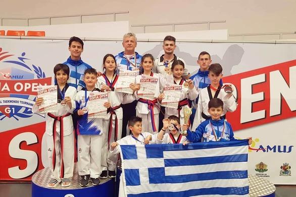 Τεράστια επιτυχία για τον Α.Σ. Αστραπή Πατρών στο Sofia Open - 8 αθλητές ανέβηκαν στο βάθρο! (φωτο)