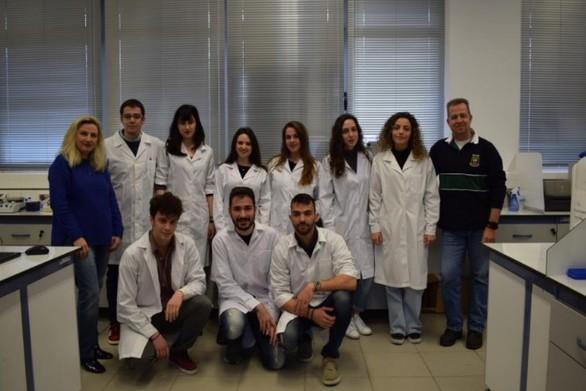 """""""Βουτάμε"""" στον κόσμο της βιολογίας και της φαρμακευτικής, με τη βοήθεια της iGEM Patras!"""