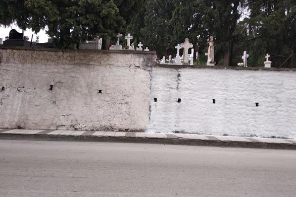 """Πάτρα: """"Φωνάζουν"""" οι κάτοικοι της Ανθούπολης για το Α' Δημοτικό Νεκροταφείο (pics)"""