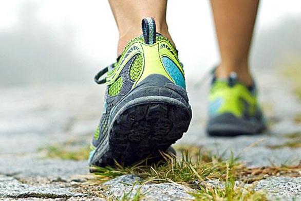 Το περπάτημα μπορεί να κάνει τον εγκέφαλο νεότερο
