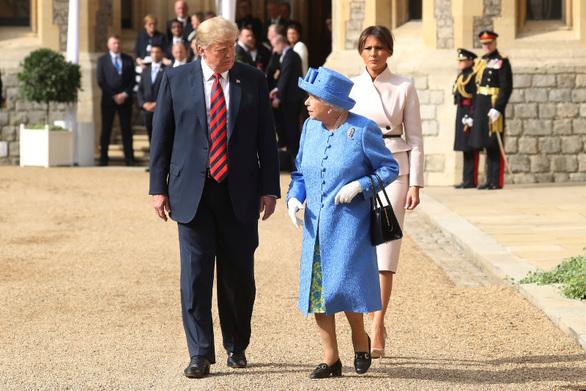 Η πραγματικά ασυνήθιστη κίνηση της βασίλισσας Ελισάβετ