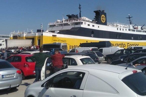 """""""Ουρές"""" στο λιμάνι της Κυλλήνης, """"βουλιάζει"""" η Κέρκυρα από τον κόσμο"""