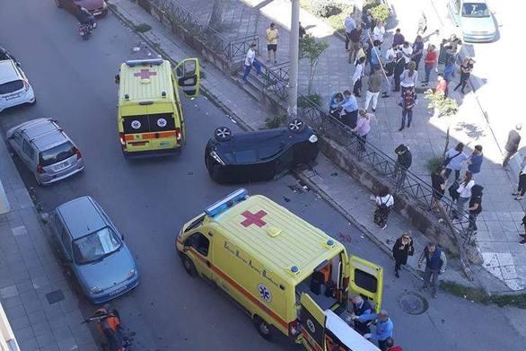 Αναποδογύρισε αυτοκίνητο στην πλατεία Παπανδρέου