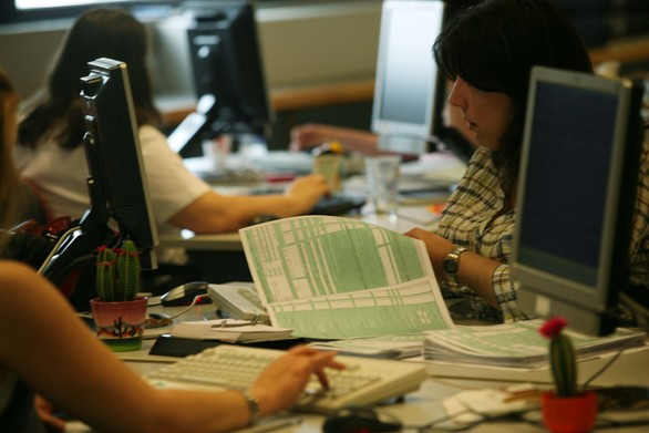 Πρόστιμα από 100 έως και 500 ευρώ για όσους ξεχάσουν να υποβάλλουν φορολογική δήλωση