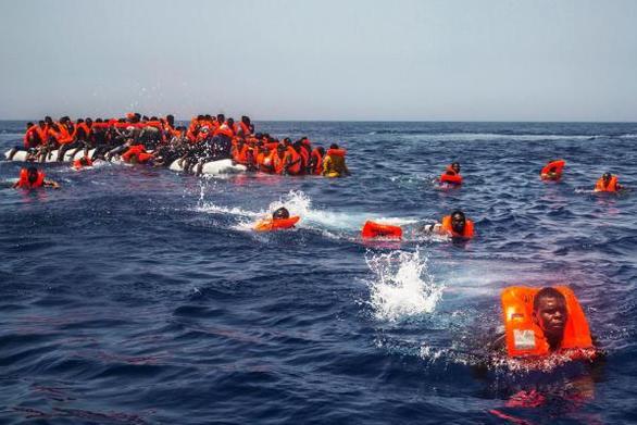 Ναυάγιο ανοιχτά της Τυνησίας - Τουλάχιστον 70 μετανάστες πνίγηκαν