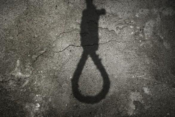 Τραγωδία στον Πύργο: Πατέρας βρήκε κρεμασμένο το γιο του