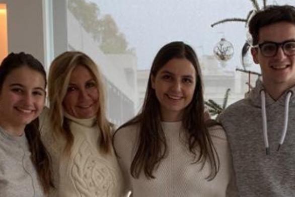 Κυριάκος Μητσοτάκης: Με μια οικογενειακή φωτογραφία οι ευχές για τη Γιορτή της Μητέρας