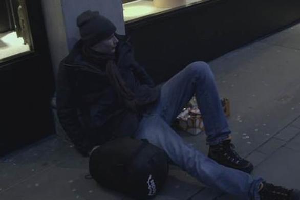 Βρετανός κληρονόμος ζητιάνευε και έψαχνε για φαγητό στα σκουπίδια