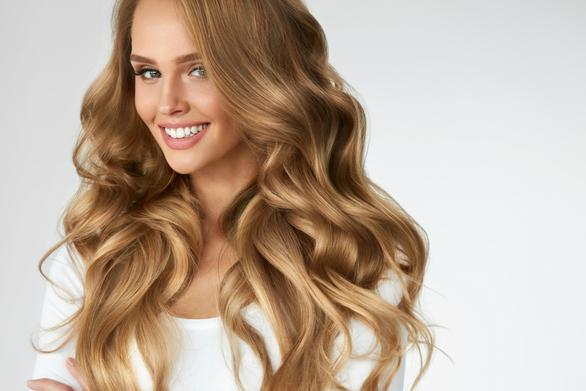 Ο πιο απλός τρόπος να αποκτήσετε λαμπερά μαλλιά
